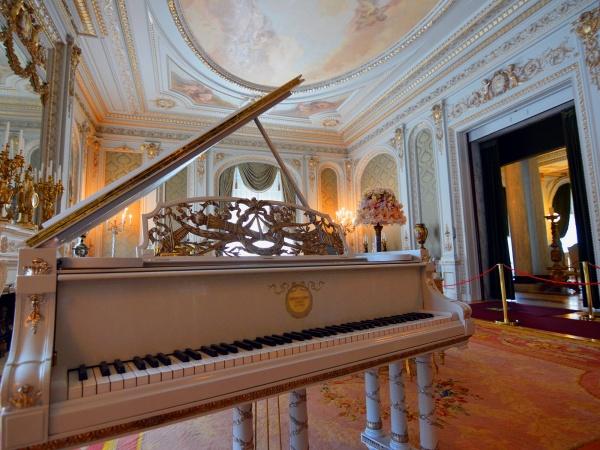 Organ & Piano Demonstrations (LIVE)